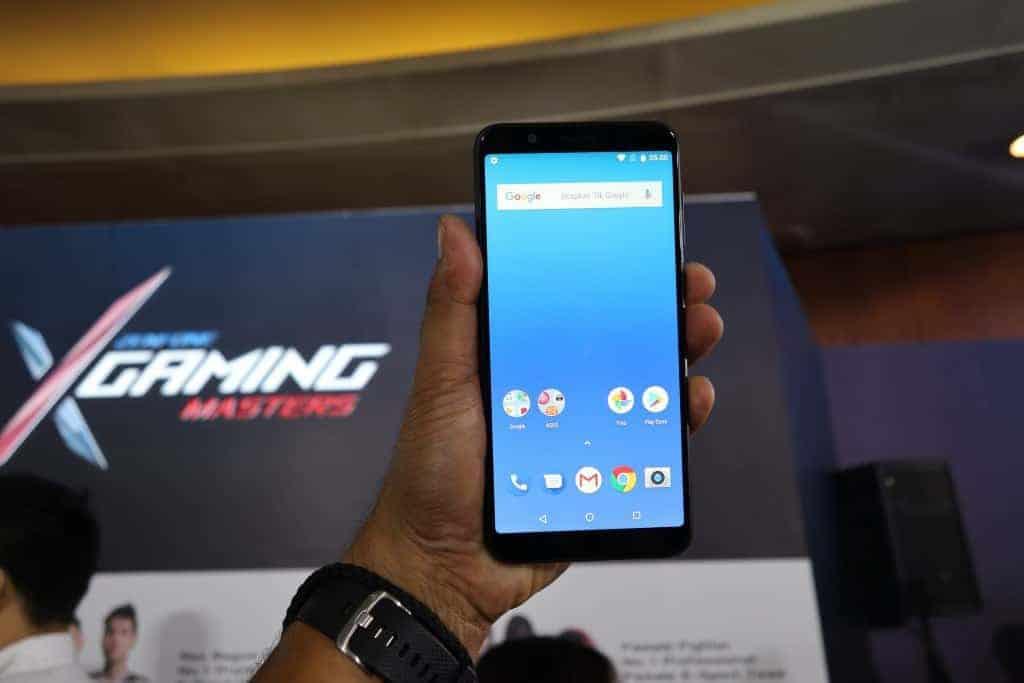 Asus Zenfone Max Pro M1 front