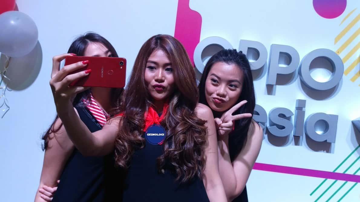 OPPO F7 selfie group