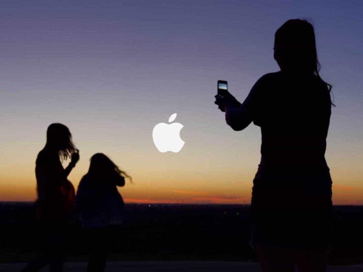 Iklan Apple. Foto oleh crazyegg.com