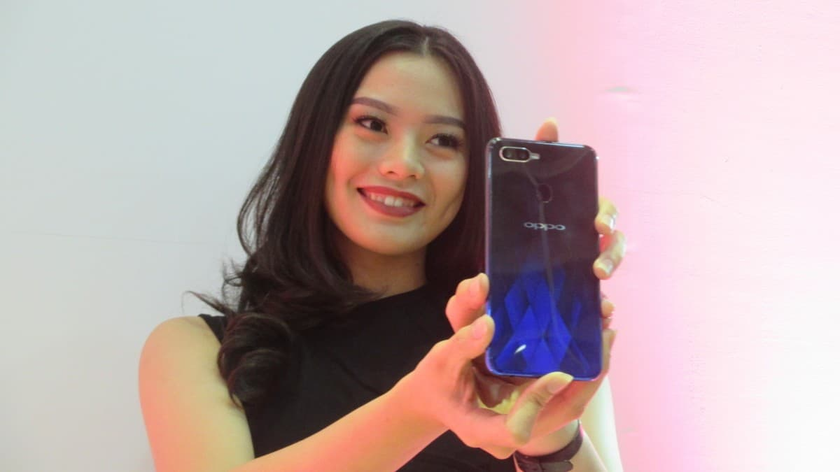 VOOC flash charge pada OPPO F9