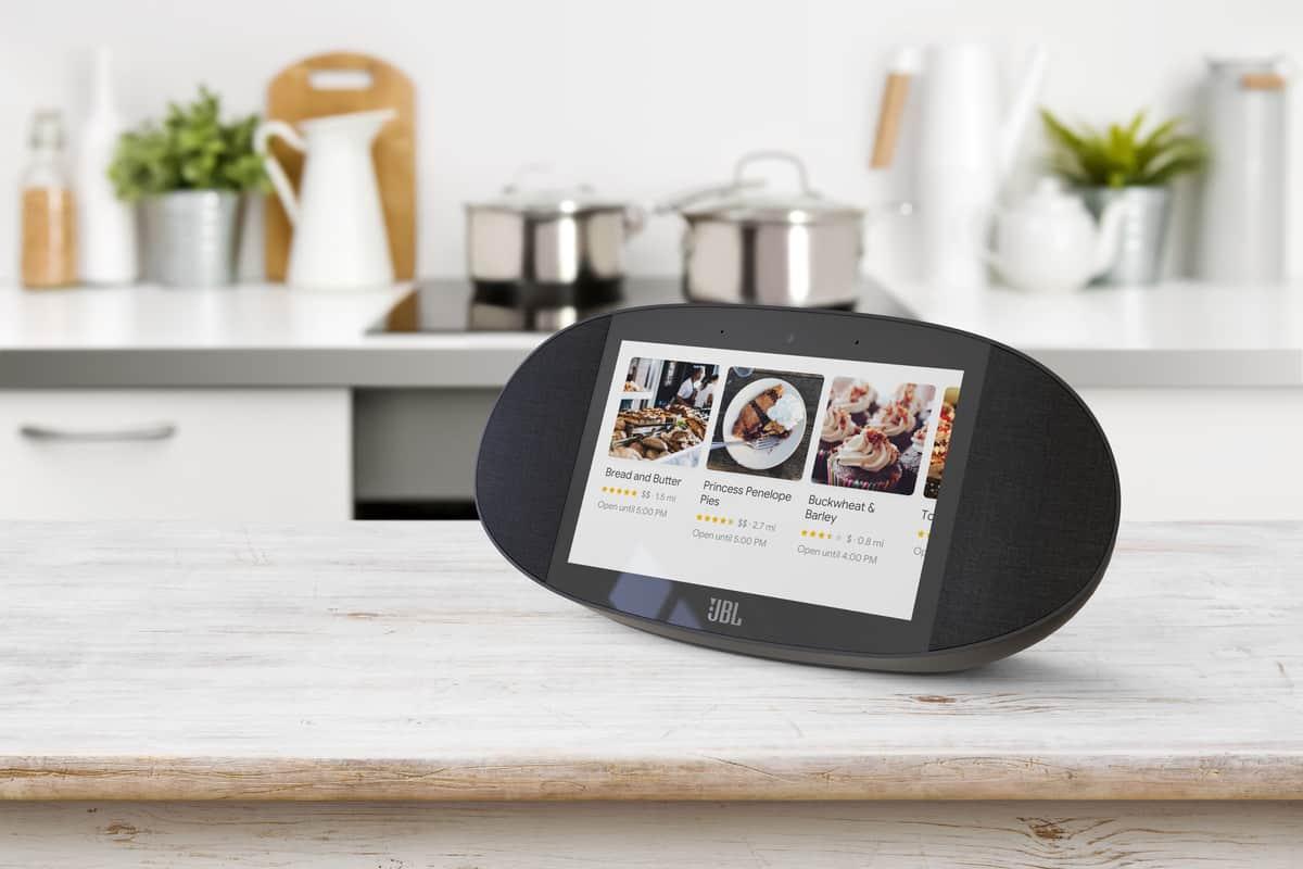 smart display untuk JBL dari Google. Ilustrasi smart speaker Google yang berdisplay. Foto oleh theverge.com