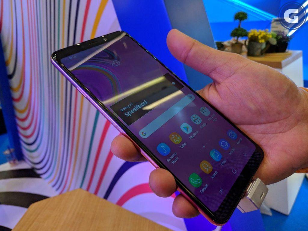 Samsung Galaxy A9 hands