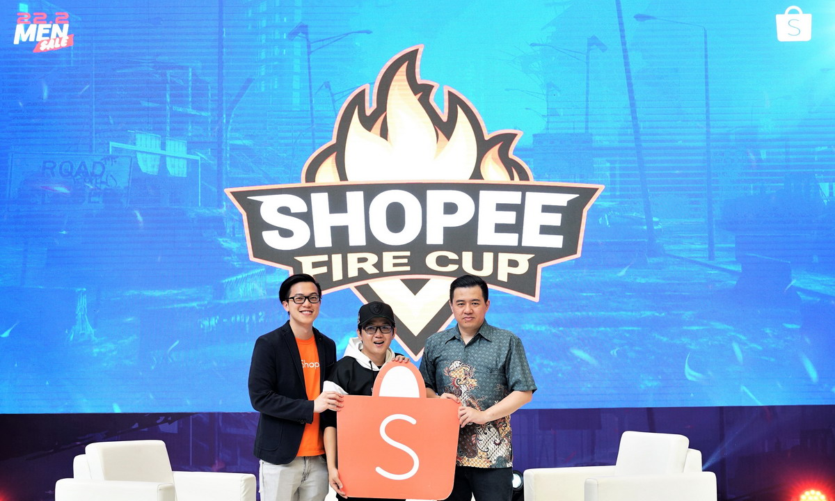 Shopee Fire Cup - KIKA (Handhika Jahja, Direktur Shopee Indonesia, Kemas pake Z dan Iwan Anfernee, Chief Operations Officer Louvre e-Sport team