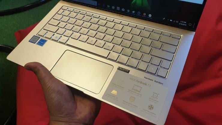 Fitur laptop Asus ZenBook 13 UX333FA