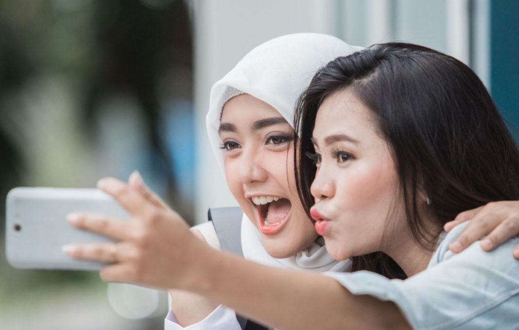 ilustrasi smartphone media sosial video pendek