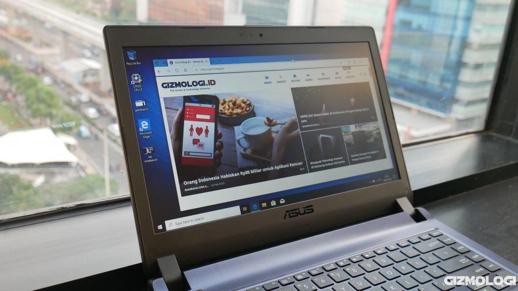 ASUS ExpertBook P1440FA layar