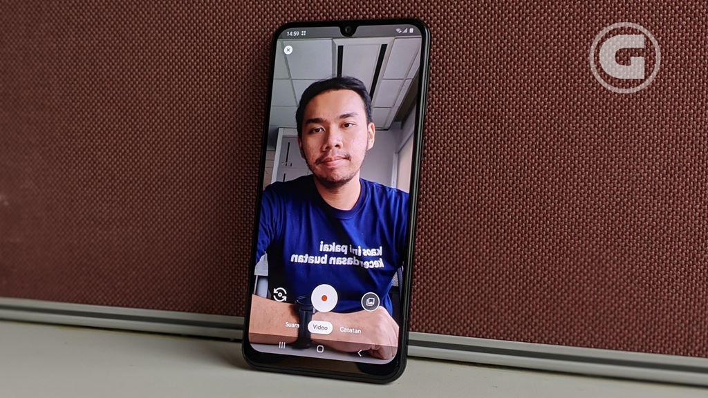 Kamera depan Samsung Galaxy M31
