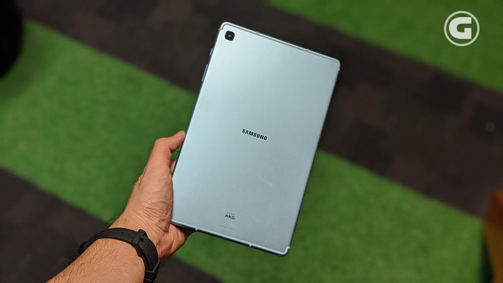 Desain unibody Galaxy Tab S6 Lite