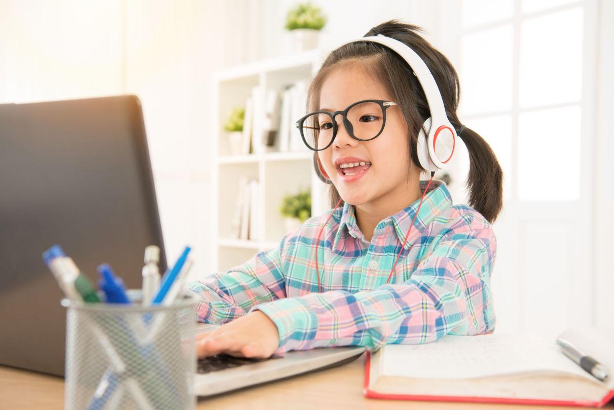 ilustrasi belajar coding untuk anak