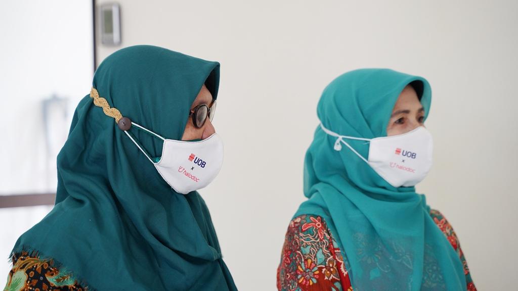 Donasi Masker Halodoc UOB Indonesia