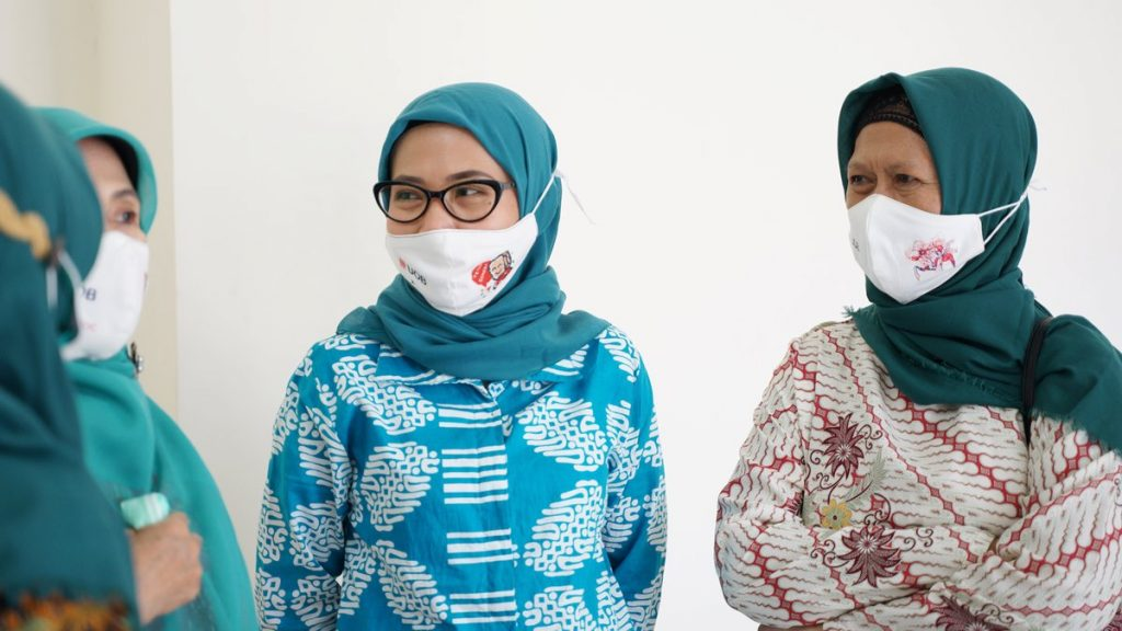 Desain topeng UOB Indonesia - Halodoc