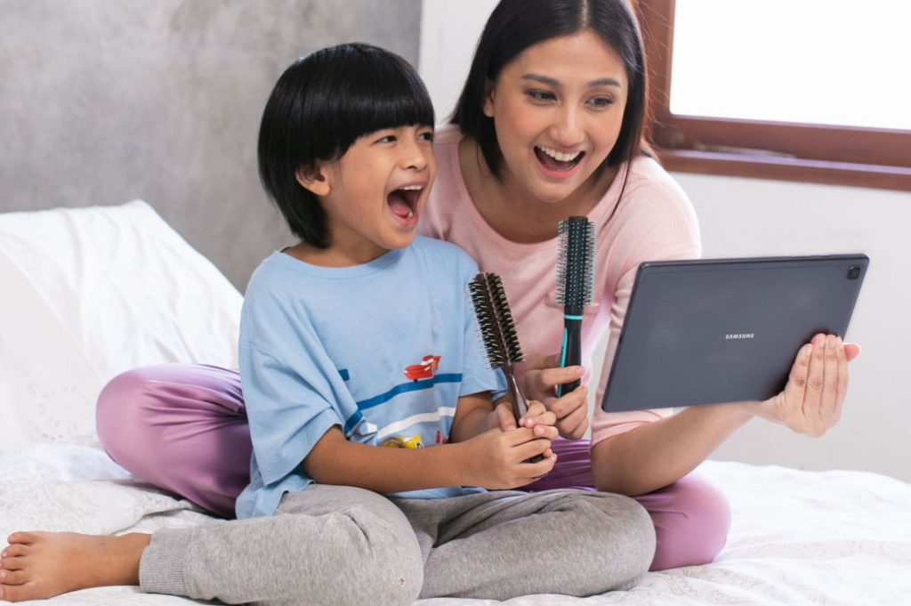 Samsung Galaxy Tab A7 Karaoke bersama anak dilanjutkan dengan bedtime story