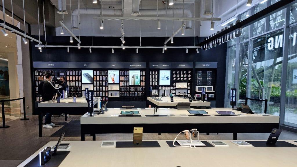 Aksesori - Samsung Multi Experience Store