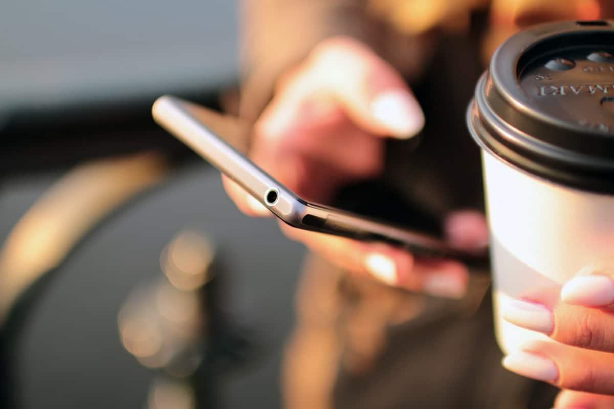 pexels jeshoots ilustrasi smartphone
