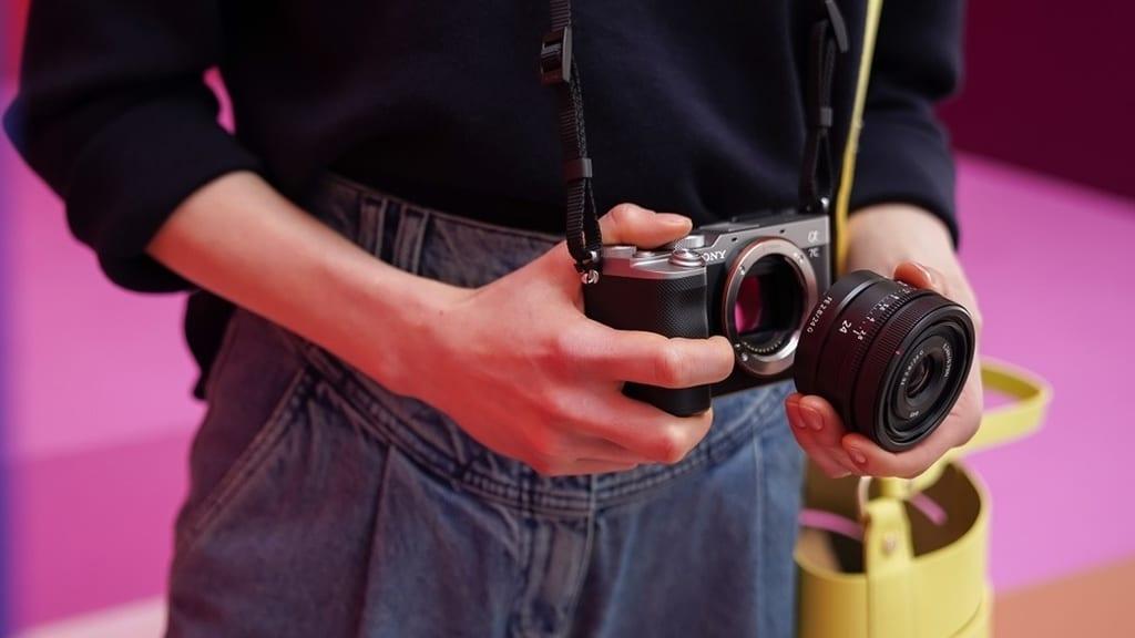 Kamera Alpha 7C dengan Lensa FE 24mm F2.8 G.
