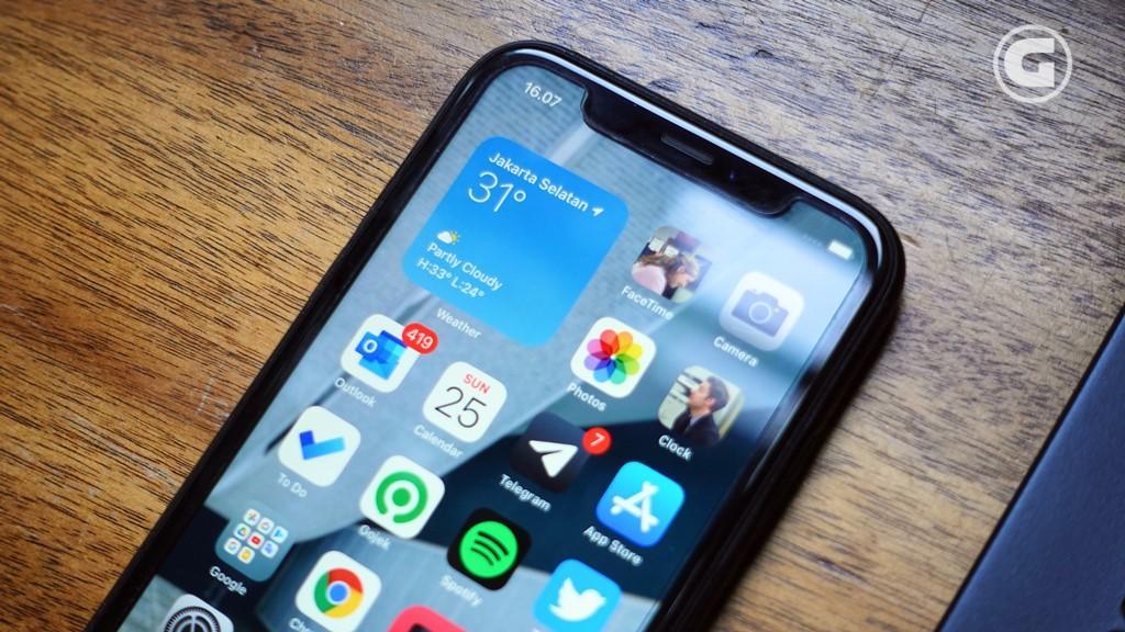 Layar iPhone XR